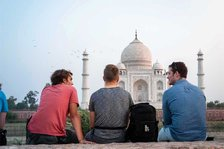 Backpacker Jungs am Taj Mahal