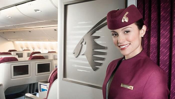 Stewardess bei Qatar Airways Flug